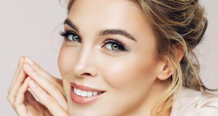 Augenbrauentransplanation Frau